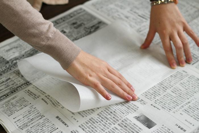 用紙が収まるようにクッキングシートを広げます