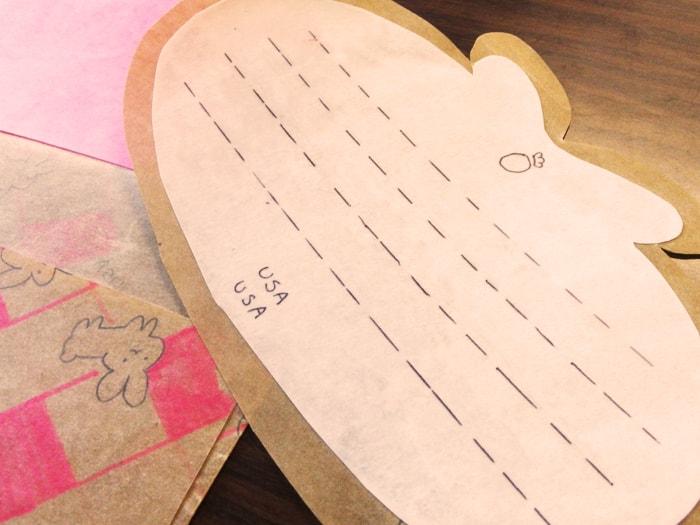 ロウ引きされたうさぎのメッセージカード