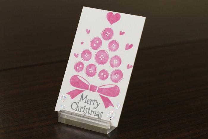 ボタンで構成されたツリーのクリスマスカード