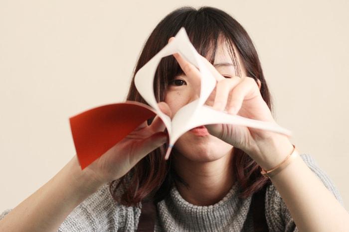 本文用紙は二つ折りの袋状になっている