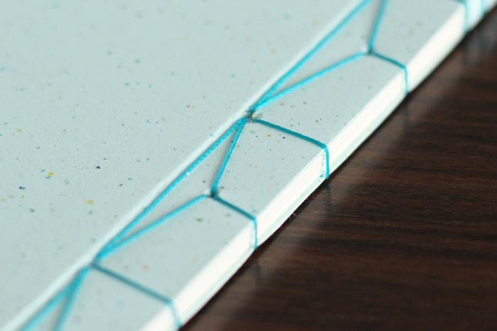 本文用紙が多い場合には、穴は大きく開けておく