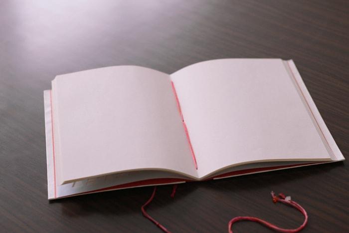 ピンクみのページは、めくるのを楽しい気分に
