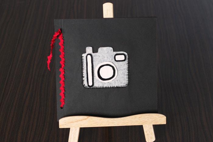 カメラのアイコンが印象的な平綴じアルバム
