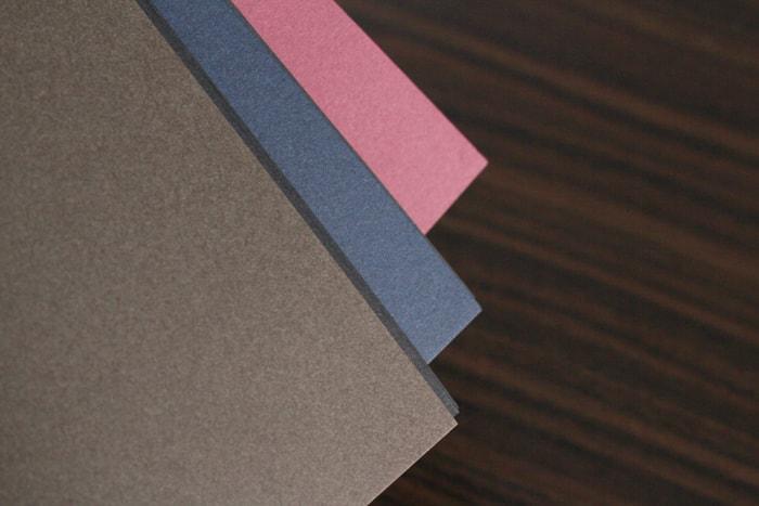 黒い用紙に合うように、渋めな色をチョイス